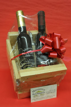 Monadnock Oil and Vingar - picture of olive oil and balsamic vinegar in gift box and link to gift boxes and crates page