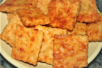 Garlic-Asiago Cheese Crackers Picture